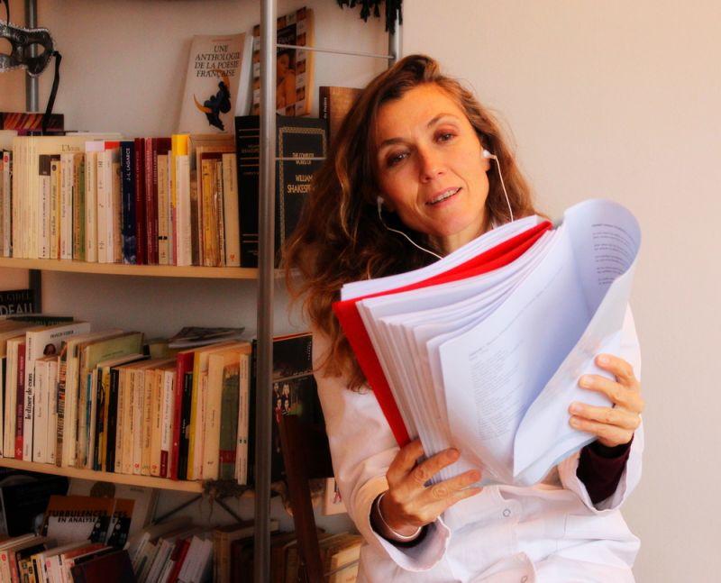 Isabelle Jeanbrau Consultante 2 (fil d_écouteurs en mode stéthoscope _)).jpg
